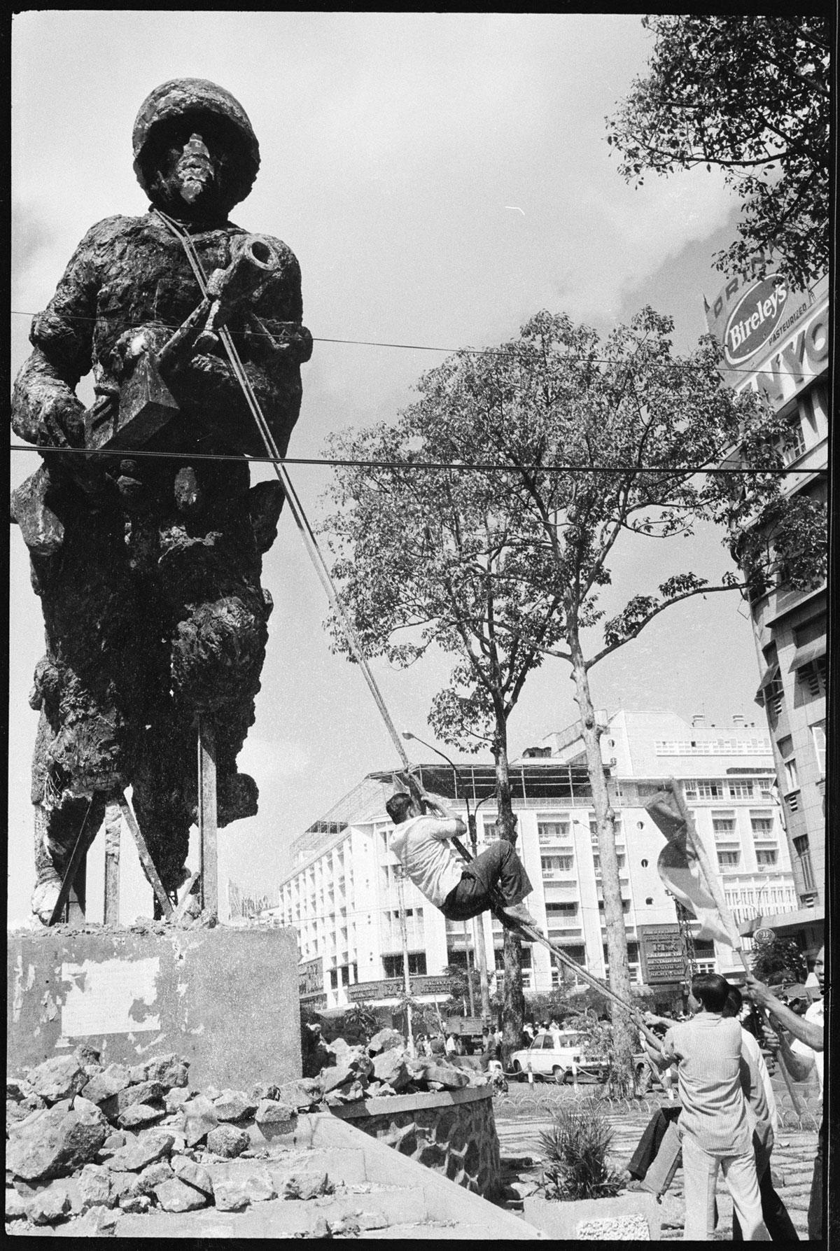 Chute / Libération de Saigon, avril 1975 DCL_VIETNAM_1975_012_17-17A